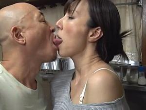 舌と舌を絡ませ合いながらのハードSEX!後戻りできない肉欲関係!!