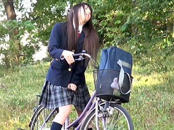アクメ 通学
