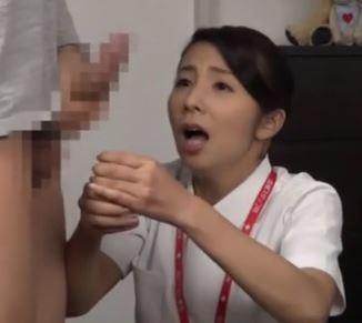 《ズリセン鑑賞》ザーメン発射に驚いて慌てまくるナースの結末!