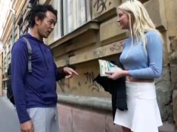 <素人ナンパ企画>「わたしと生セックスしたいの?いいわよ///」ロシアの金髪娘に挑む日本男児が膣内射精に成功w<処女作>