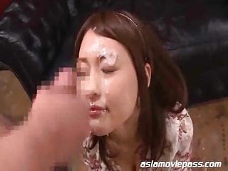 奇跡の美少女が176発の本物精子を顔面に浴びてトランスセックスを見せる