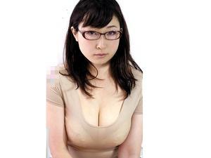 究極のムチムチBody!しかも神乳!最高な眼鏡主婦がエロ水着姿で不倫セックス!