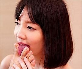 【鈴木心春】セックス依存症!変態性欲の巨乳美少女がオジサン相手に足舐めまでする濃厚スケベ