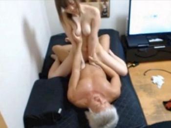 【素人SEX盗撮】巨乳美少女JDが彼氏の部屋で撮られた生々しい10代カップルのプライベート映像!