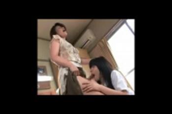 【伊東麻央】母さんをラクにして… 性欲が抑えられないふたなり熟母が娘に手と口で抜いてもらって顔に大量ぶっかけ!