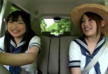 [吉永あかね/本田莉子]免許取り立ての女●高生がドライブ中に乗せたヒッチハイカーに…!