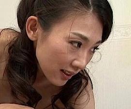【郡司結子】剛毛黒ビラえろマンコの貞淑な美熟女が甥を誘惑し熱狂ファック!