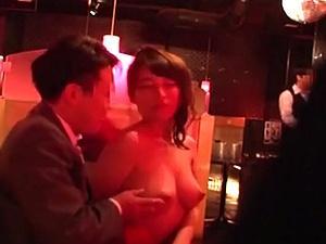 おっぱぶ潜入!乳だけでなくマ●コも開放してもらえる様にクスリを使い・・・
