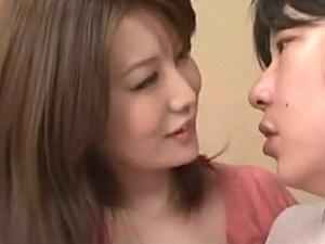 清楚さと妖艶さを合わせ持ち、フェロモンをムンムン漂わせる熟妻に魅せられて・・・