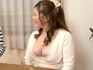 ノーブラ胸ポチな部下の奥さんにムラムラ!寝取られ不倫してしまうムチムチぽっちゃり豊満なデブ主婦!