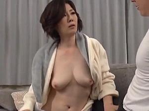 色白でデカ乳房をした40代後半の妻の母を強引に犯す義理の息子