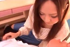 【手コキ】美人すぎる家庭教師の先生に緊張!勃起チンポを手コキッス♪