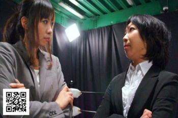 松本衣実と渡部アキが教師のコスで勝負!キャットファイト動画