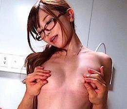 【榊梨々亜】動く猥褻ブツな変態女医の院内淫行!インテル女子は性欲が強いって本当だなw