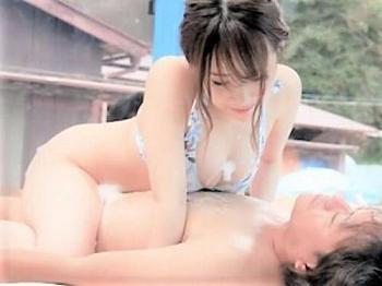 【MM号】海で爆乳デカパイのビキニお姉さんナンパし泡マッサージ体験❤美人がマジックミラー越しに彼がいる状況でネトラレる❤