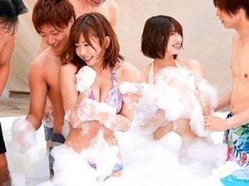 【乱交】SODスター11名夢の大共演❤美人お姉さん達が感度マシマシでイキまくり♡プールサイドで泡まみれSEX❤