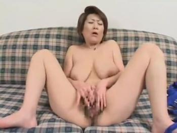 デブ エロ M字 マン汁垂らしながら恥ずかしいM字開脚をしてる太った人妻が指 ...