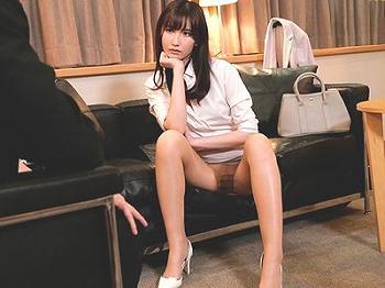 【出張先相部屋】スレンダー美人な女上司がミニスカノーパン!?妻がいるのにフェラ抜き口内射精からエロエロ腰使いの騎乗位!