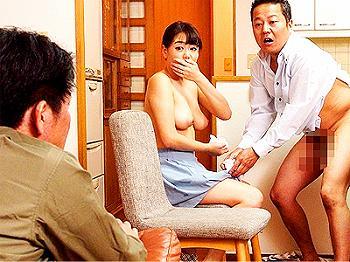 【人妻NTR】『おいっ!何やってるんだ!』夫婦喧嘩の相談に乗ってくれた親友に嫁を寝取られた不憫な旦那が可哀そすぎるw