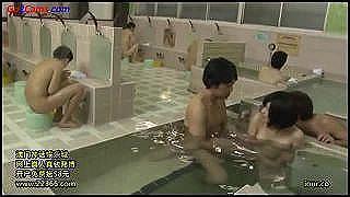 女子小学生入浴