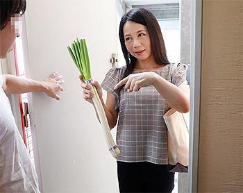 仕事を病欠したら同僚のおばさんが見舞いにきて体を拭いてチンポを咥えフェラ抜きし後にクンニされ興奮してハメまくる淫乱熟女