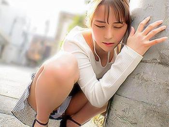 【素人ナンパ企画】『もう声出さない…♥♥』キレイな色白お姉さんが、リモバイ散歩で恥ずかしいのに感じてしまう!