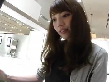 【盗撮動画】イイやつです!可愛すぎて超ヤバイ!逆さHERO!美人ショップ店員のパンチラ!